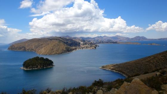 Estrecho_de_Yampupata_-_Isla_del_Sol,_Lago_Titicaca